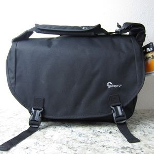 NWT Lowepro Passport Messenger Bag 13""